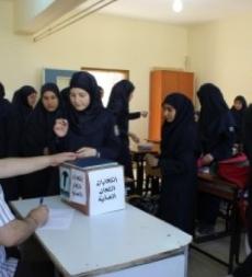 توافد تلامذة ثانوية المهديّ(ع) بعلبك إلى صناديق الاقتراع